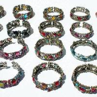 Металлические браслеты с цветами