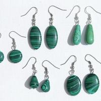 Сережки с зелеными камнями