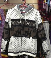 Бело-коричневый свитер