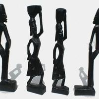 Чёрная статуэтка